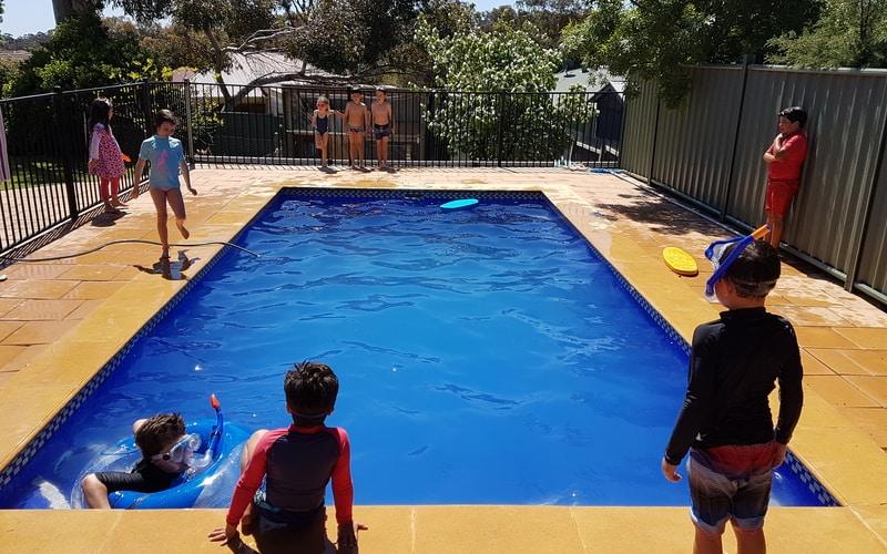kids-playing-in-pool