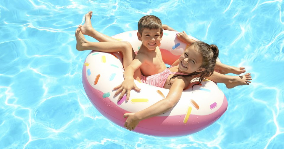 kids pool activities fun silly backyard entertaining family parents parenting holidays